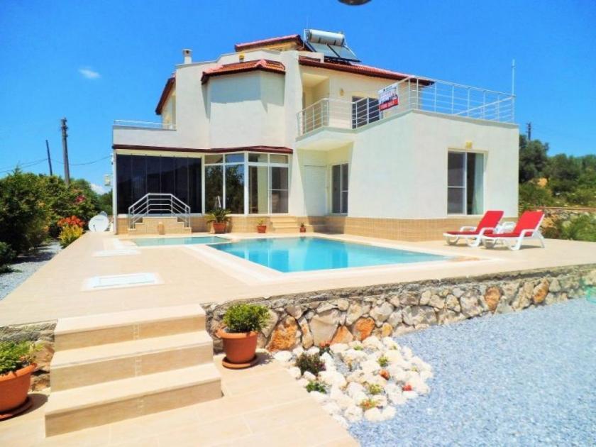 immobilie t rkei immobilie villa im gr nen mit pool. Black Bedroom Furniture Sets. Home Design Ideas