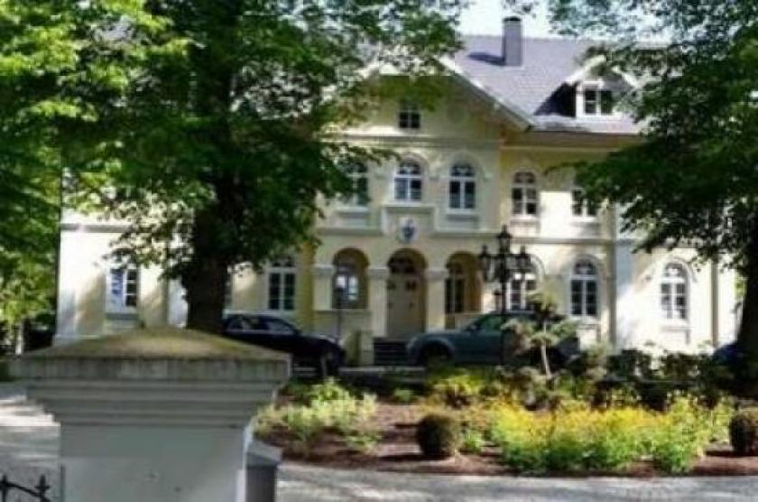 Immobilien Competence Herrschaftliches Anwesen Zwischen